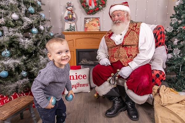 Professional Family Photos with Santa Dan 001