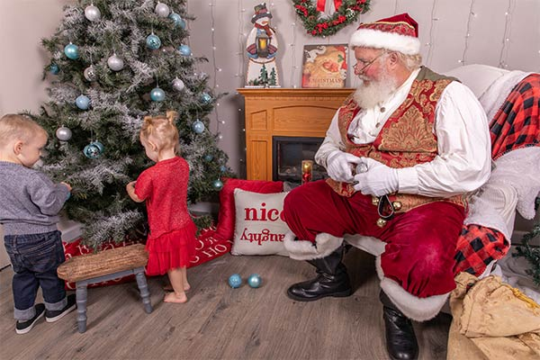 Professional Family Photos with Santa Dan 006